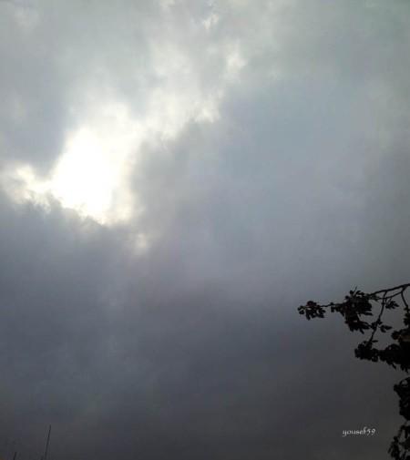 norii au cuprins cu bratele lor soarele