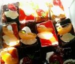 prajituri cu ciocolata si fructe