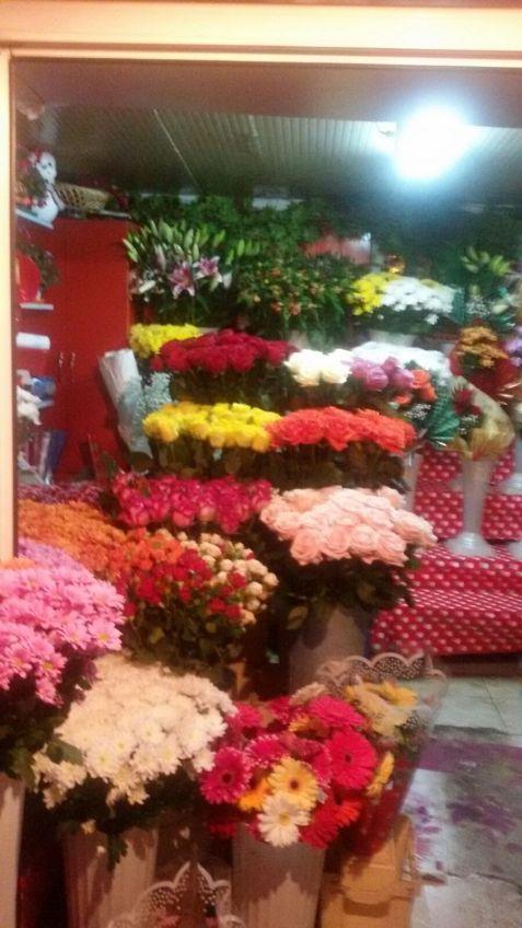Pentru doamne  ,flori...